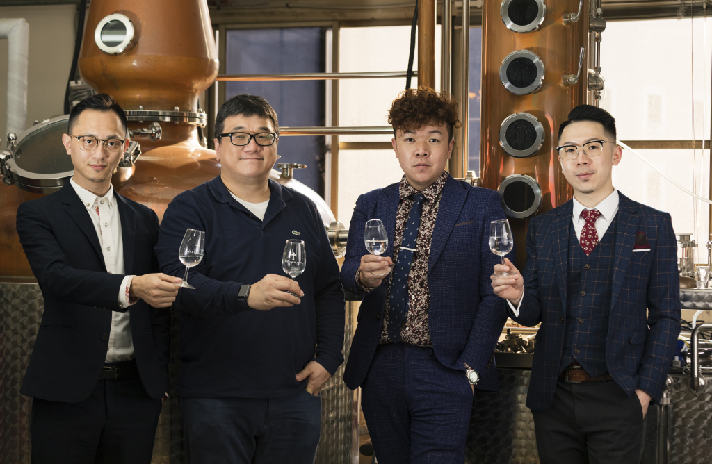 SPIRTER團隊左起施閎文、張佑任(合力酒廠)、邱建豪、羅健聞共同打造機能性的無酒精烈酒風味飲品